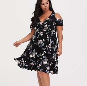 Torrid Sz 1 Cold Shoulder Floral Dress